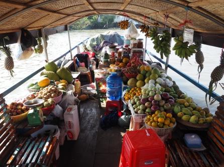 Marché flottant de Cai Be, le stand de fruits